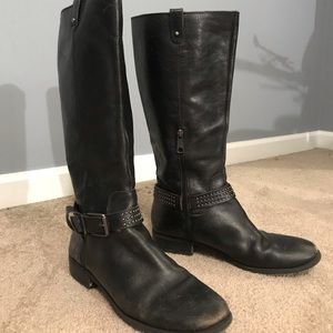 Jessica Simpson, riding boots